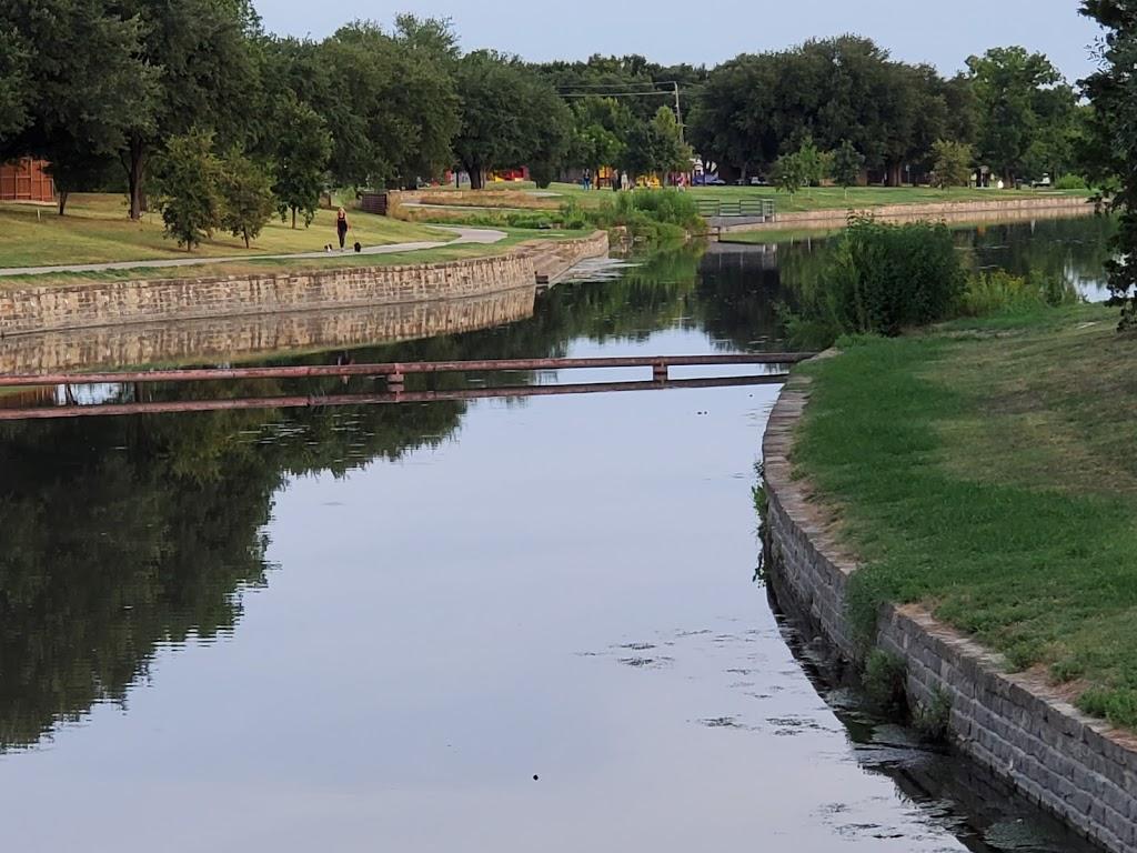 Big Lake Park - park  | Photo 3 of 10 | Address: 3800 Rainier Rd, Plano, TX 75023, USA | Phone: (972) 941-7250