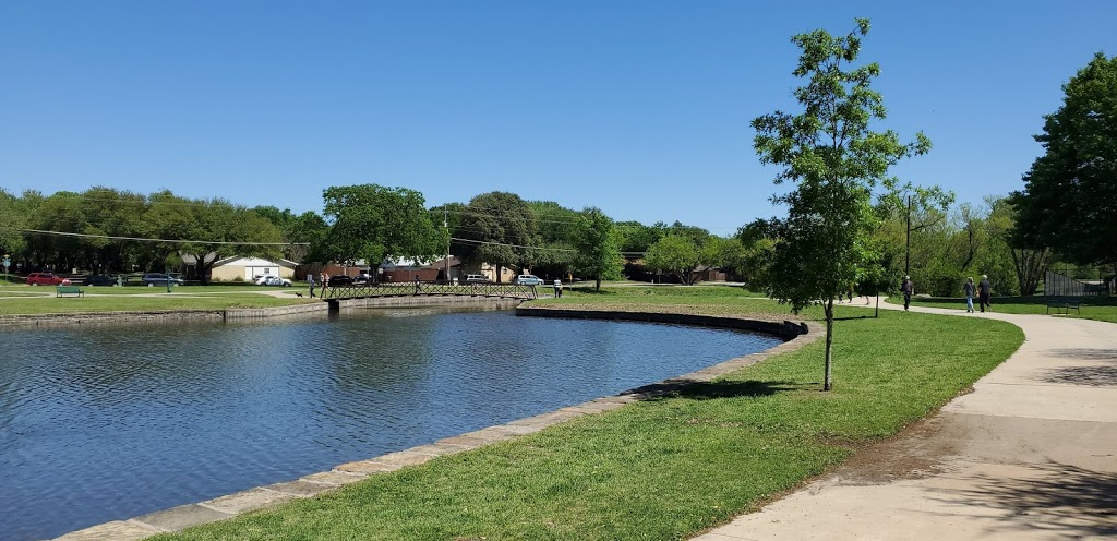 Big Lake Park - park  | Photo 7 of 10 | Address: 3800 Rainier Rd, Plano, TX 75023, USA | Phone: (972) 941-7250