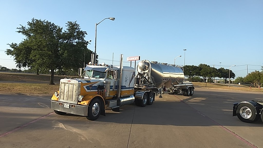 MHC Kenworth - South Fort Worth - store  | Photo 8 of 10 | Address: 685 John B Sias Memorial Pkwy Suite 985, Edgecliff Village, TX 76134, USA | Phone: (817) 568-2000