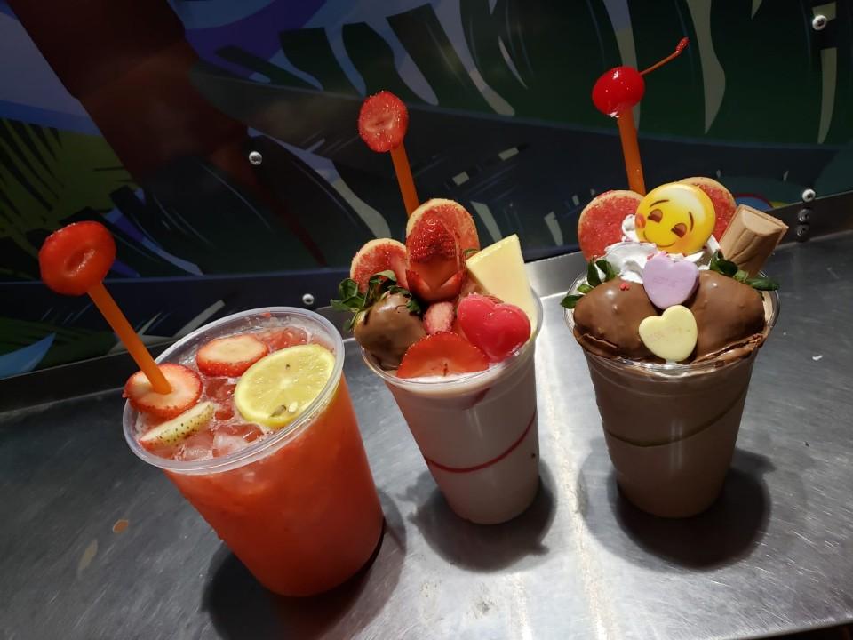 La Isla Del Frappe & Puchunguis Pinchos - restaurant  | Photo 3 of 10 | Address: 7401 E Colonial Dr, Orlando, FL 32807, USA | Phone: (407) 300-2196