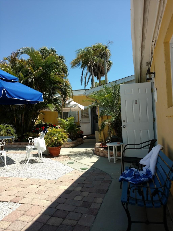Driftwood Motel - lodging  | Photo 4 of 10 | Address: 5108 Gulf Dr, Holmes Beach, FL 34217, USA | Phone: (941) 778-2111