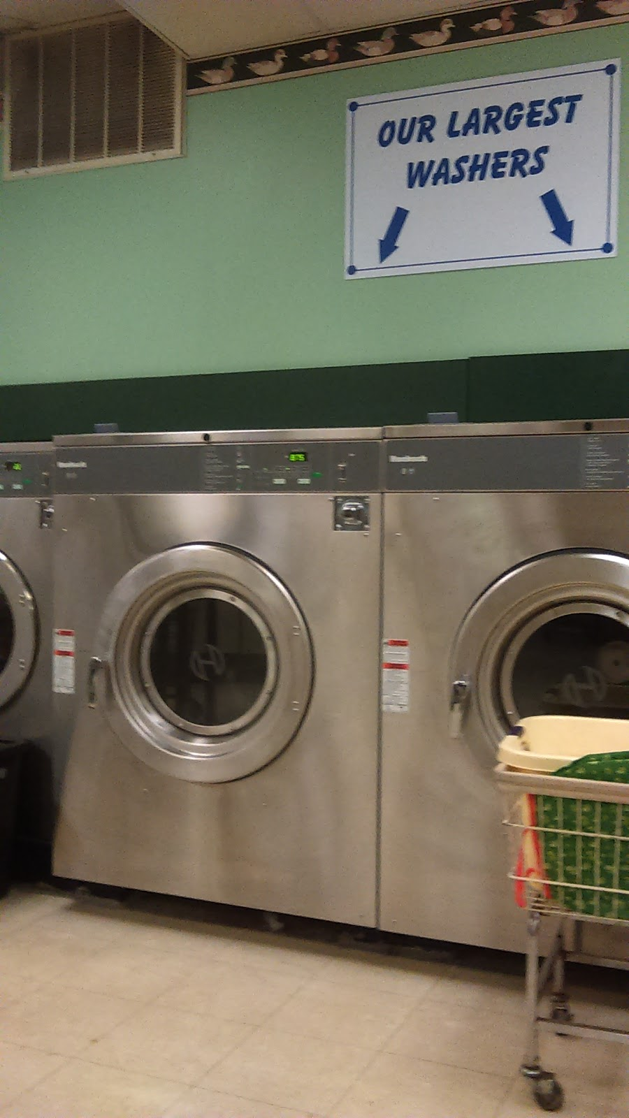 Major Kleen Laundromat - laundry    Photo 6 of 7   Address: 4044 Airport Hwy, Toledo, OH 43615, USA   Phone: (419) 381-0617