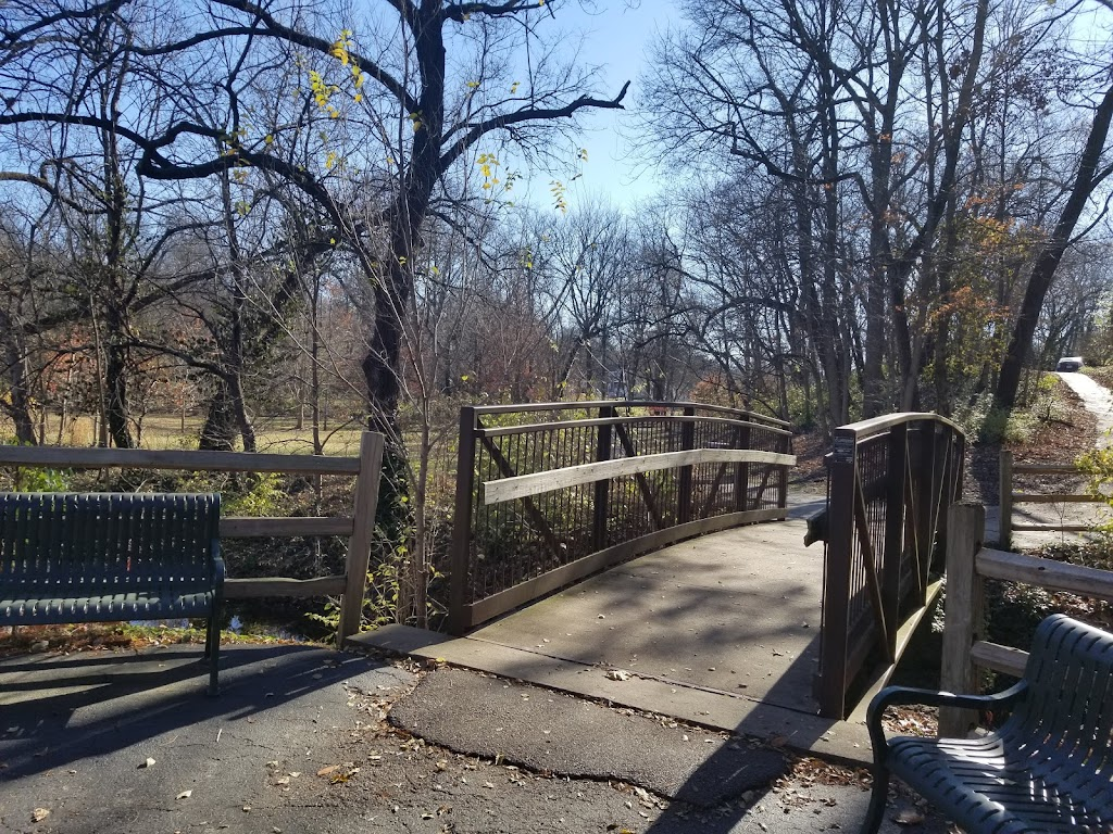Larson Park - park  | Photo 1 of 10 | Address: 520 W Kirkham Ave, Webster Groves, MO 63119, USA | Phone: (314) 963-5300