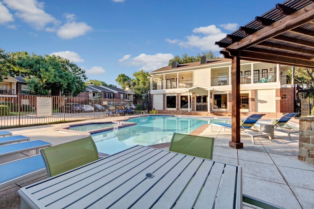 The Oaks at Valley Ranch Apartments - real estate agency    Photo 6 of 10   Address: 9519 Valley Ranch Pkwy E, Irving, TX 75063, USA   Phone: (972) 893-3092