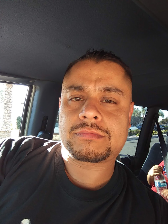 Straight Edge and Cuts - hair care    Photo 5 of 9   Address: 9233 Telegraph Rd, Pico Rivera, CA 90660, USA   Phone: (562) 271-7758