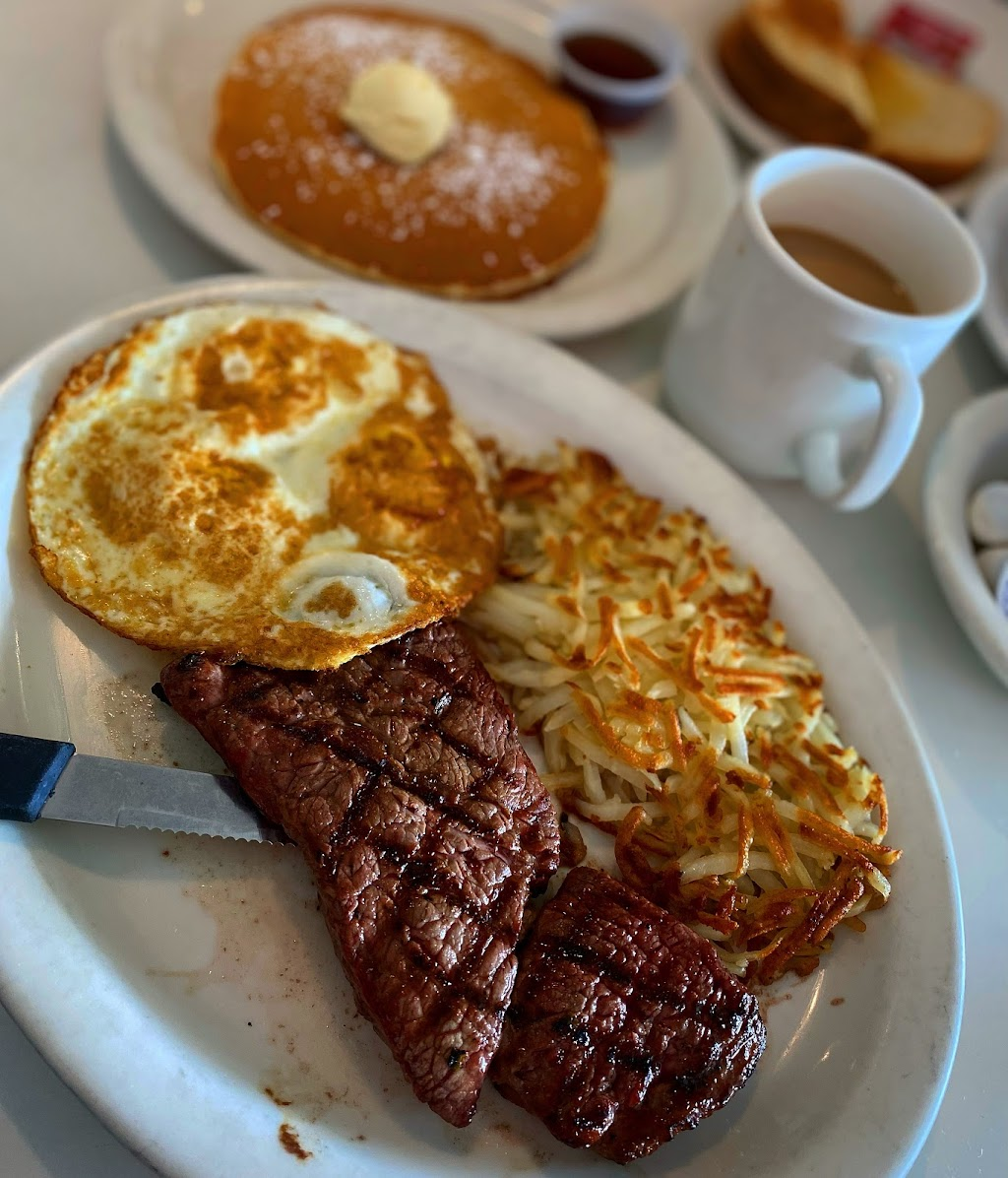 Ozzies Diner - restaurant  | Photo 8 of 10 | Address: 7780 E, Slauson Ave, Commerce, CA 90040, USA | Phone: (323) 477-1933