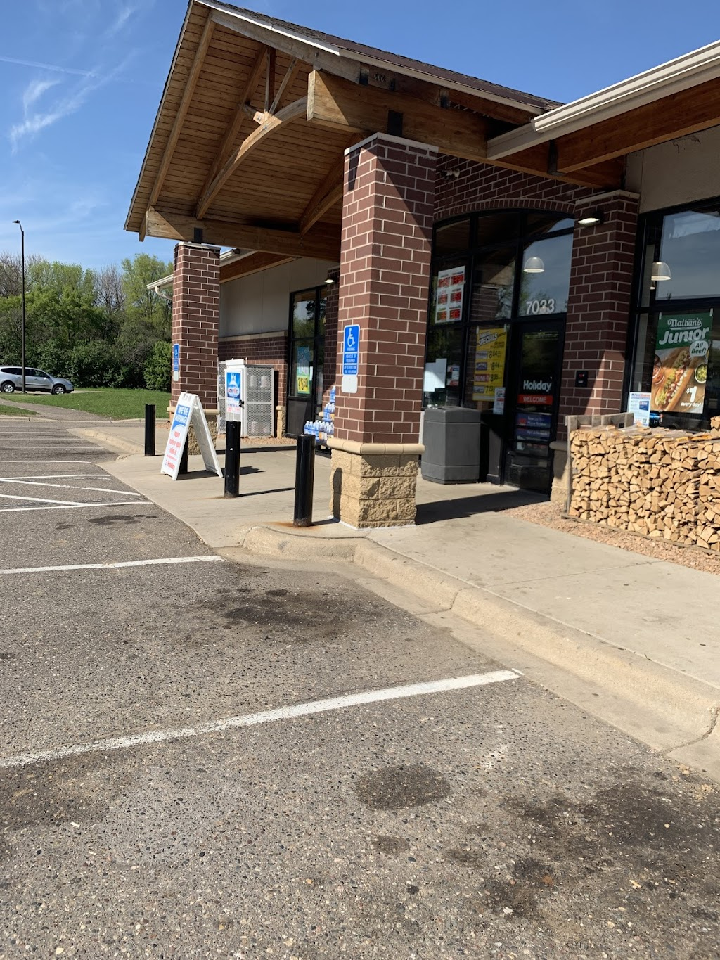 Holiday Stationstores - convenience store  | Photo 5 of 5 | Address: 7033 Jorgensen Ln S, Cottage Grove, MN 55016, USA | Phone: (651) 458-8080