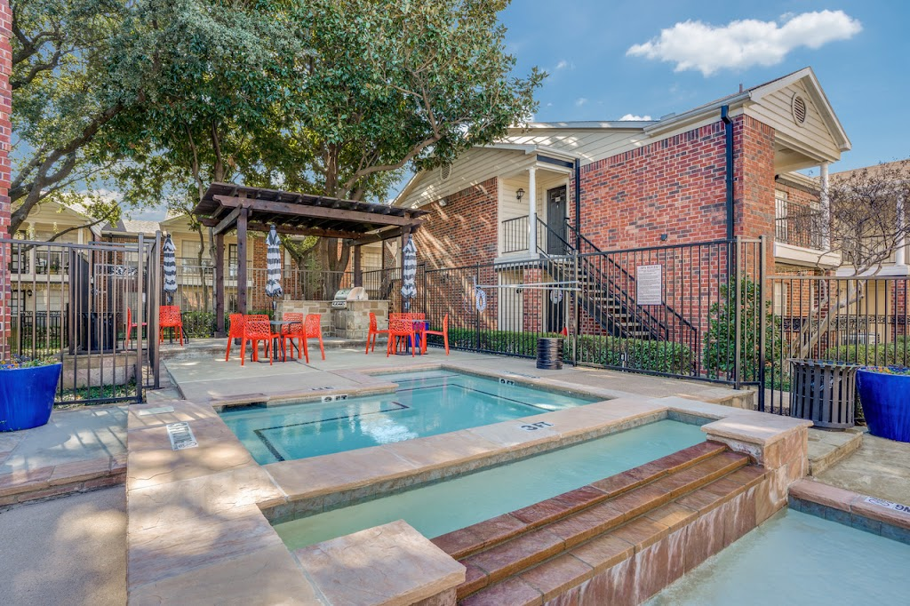 The Oaks at Valley Ranch Apartments - real estate agency    Photo 10 of 10   Address: 9519 Valley Ranch Pkwy E, Irving, TX 75063, USA   Phone: (972) 893-3092