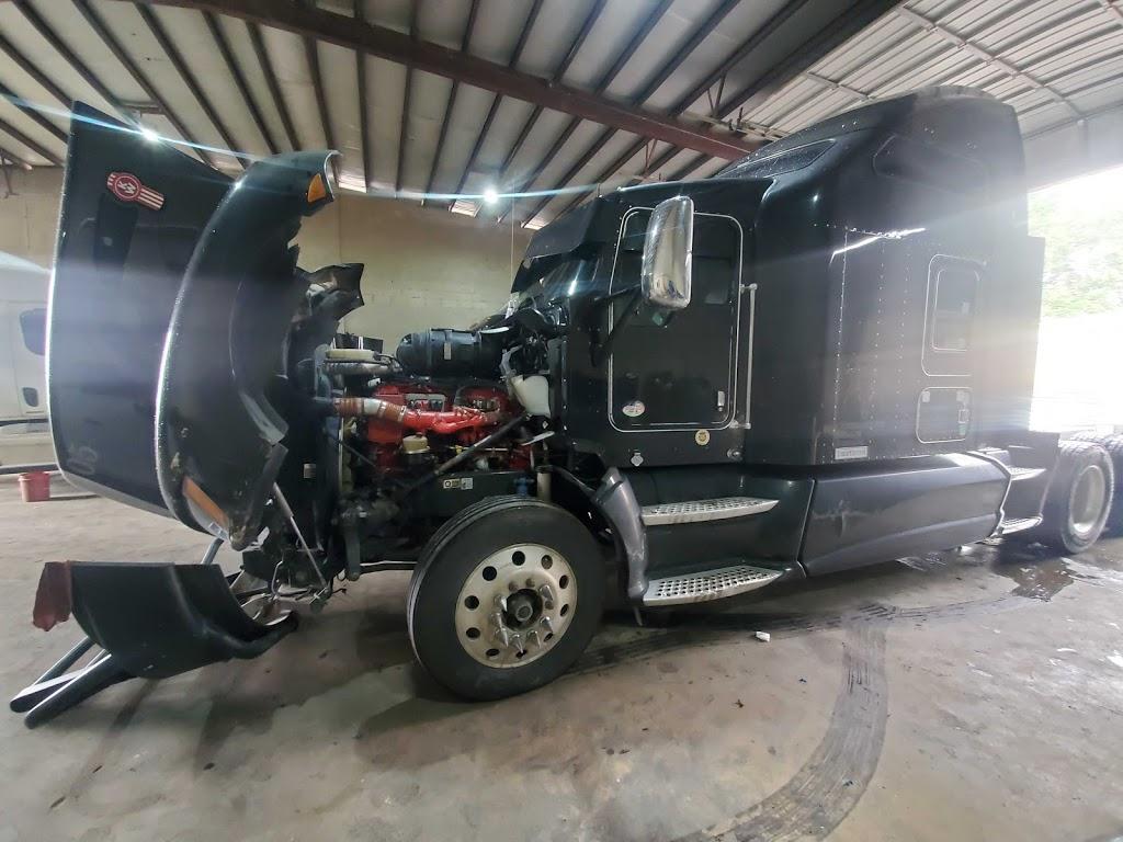 Saucedos Truck Repair - car repair  | Photo 8 of 10 | Address: 700 Peyton Rd building A, El Paso, TX 79928, USA | Phone: (915) 315-9624