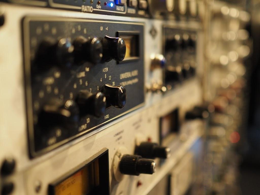Feveyear Master/Mix - electronics store    Photo 1 of 3   Address: 19903 87th Ave SW, Vashon, WA 98070, USA   Phone: (206) 383-1156