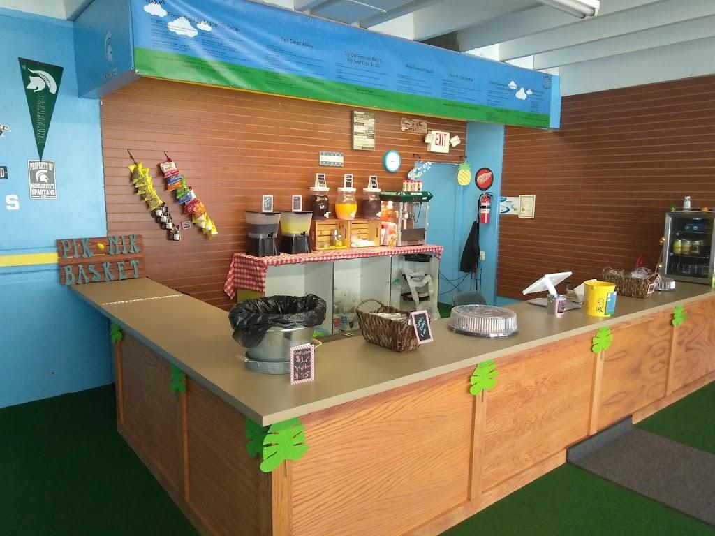 PIK NIK BASKET - restaurant  | Photo 7 of 10 | Address: 8511 W Nine Mile Rd, Oak Park, MI 48237, USA | Phone: (248) 268-4132
