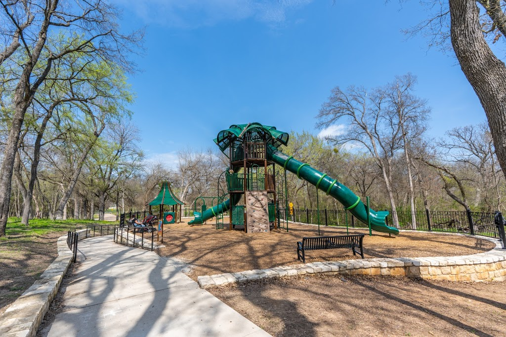Recreation Center at Towne Lake - park  | Photo 6 of 10 | Address: 2001 S Central Expy, McKinney, TX 75070, USA | Phone: (972) 547-2690