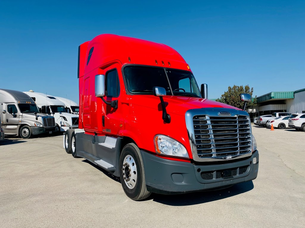 Pacific Truck Sales, LLC - store  | Photo 8 of 8 | Address: 2900 E Loop 820 S, Fort Worth, TX 76119, USA | Phone: (972) 790-6297