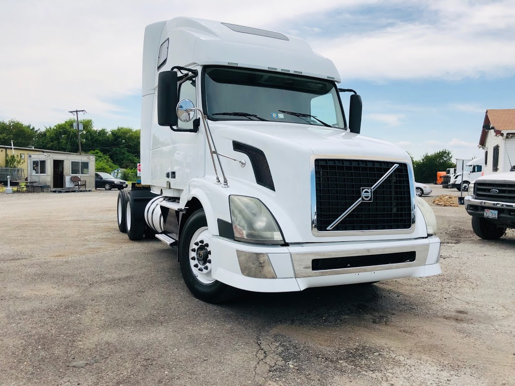 Pacific Truck Sales, LLC - store  | Photo 4 of 8 | Address: 2900 E Loop 820 S, Fort Worth, TX 76119, USA | Phone: (972) 790-6297