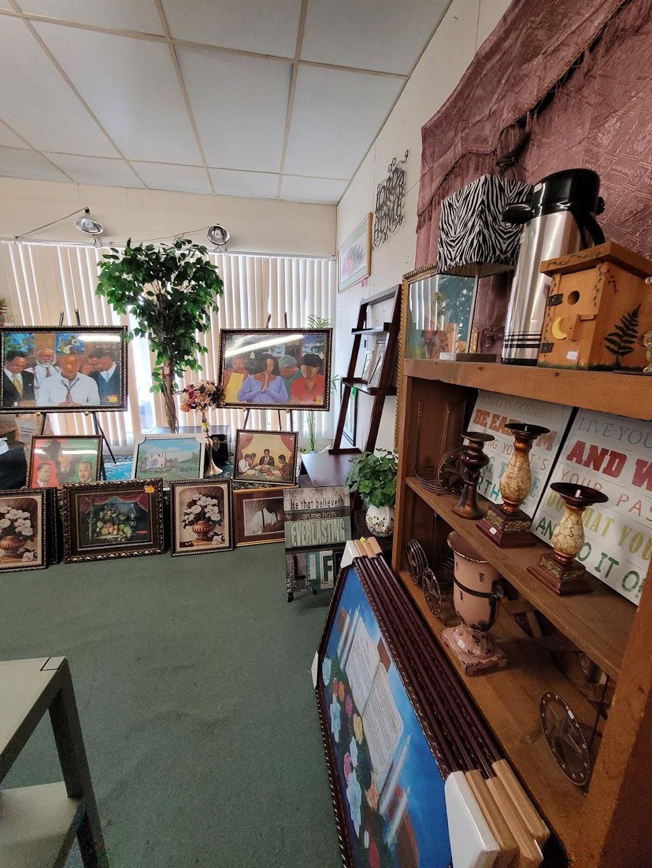 Pratt House Home Decor - home goods store    Photo 1 of 10   Address: 1010 N Dallas Ave, Lancaster, TX 75146, USA   Phone: (972) 218-7798