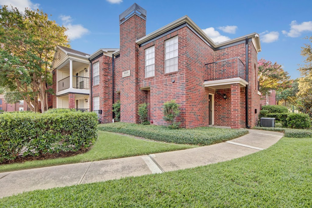 The Oaks at Valley Ranch Apartments - real estate agency    Photo 1 of 10   Address: 9519 Valley Ranch Pkwy E, Irving, TX 75063, USA   Phone: (972) 893-3092