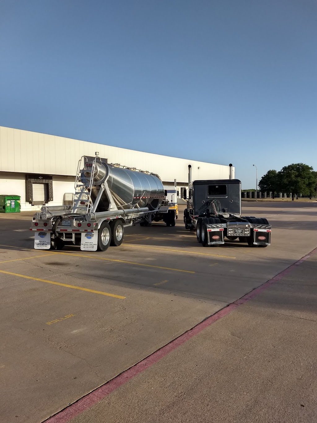 MHC Kenworth - South Fort Worth - store  | Photo 2 of 10 | Address: 685 John B Sias Memorial Pkwy Suite 985, Edgecliff Village, TX 76134, USA | Phone: (817) 568-2000