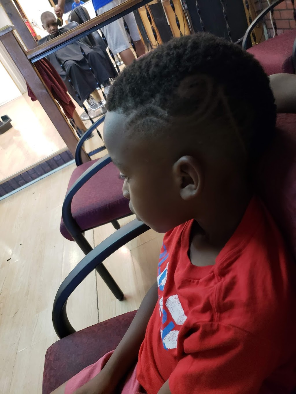 Top of the Line Barber Shop - hair care  | Photo 4 of 7 | Address: 4390 N 27th St, Milwaukee, WI 53216, USA | Phone: (414) 449-0351