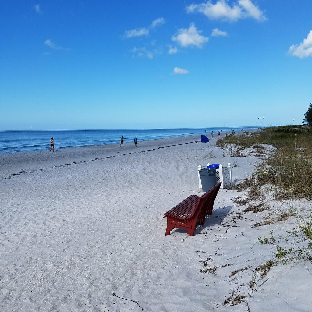 Barrett Beach Bungalows - real estate agency  | Photo 9 of 10 | Address: 19646 Gulf Blvd, Indian Shores, FL 33785, USA | Phone: (727) 455-2832