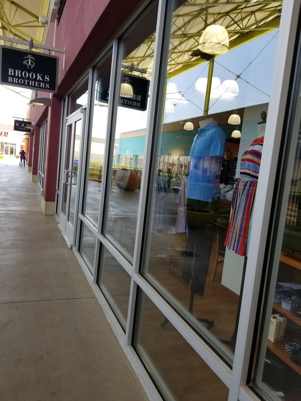 H&M - clothing store  | Photo 1 of 10 | Address: 1600 Water St, Laredo, TX 78040, USA | Phone: (855) 466-7467