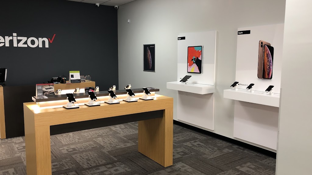 Verizon Authorized Retailer - Victra - store  | Photo 2 of 10 | Address: 7716 Charlotte Hwy Ste 102, Indian Land, SC 29707, USA | Phone: (803) 223-7124