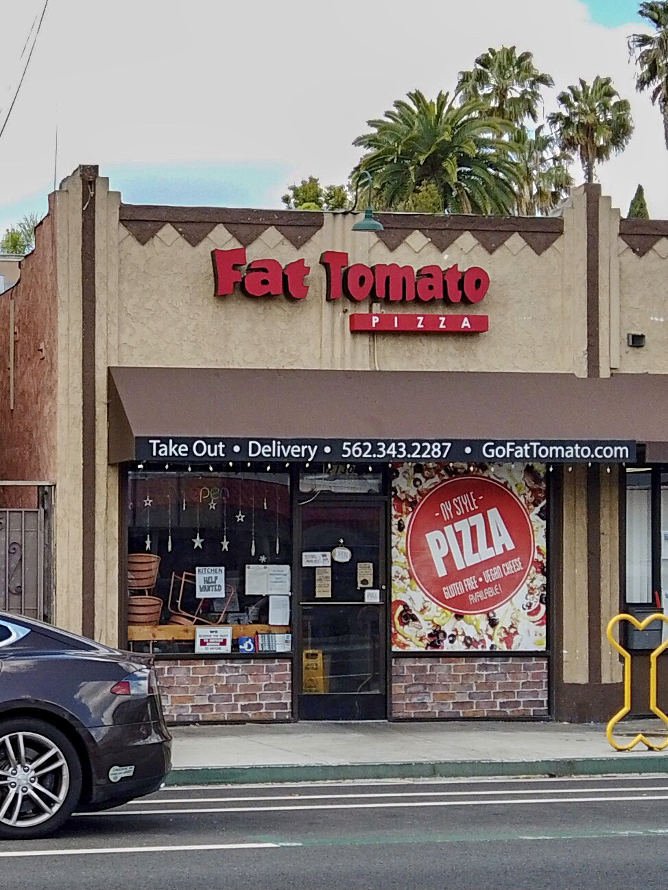 Fat Tomato Pizza - meal delivery  | Photo 5 of 10 | Address: 2130 E Broadway, Long Beach, CA 90803, USA | Phone: (562) 343-2287