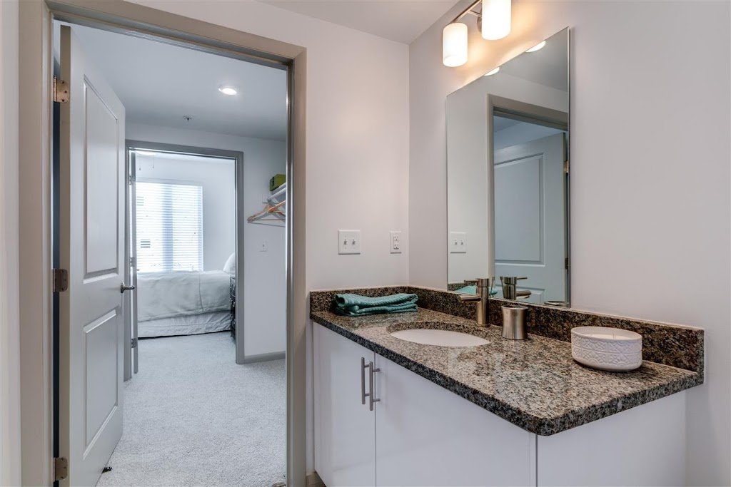 East 51 at Rocketts Landing Apartments - real estate agency  | Photo 4 of 10 | Address: 5101 Old Main St, Richmond, VA 23231, USA | Phone: (804) 793-8443