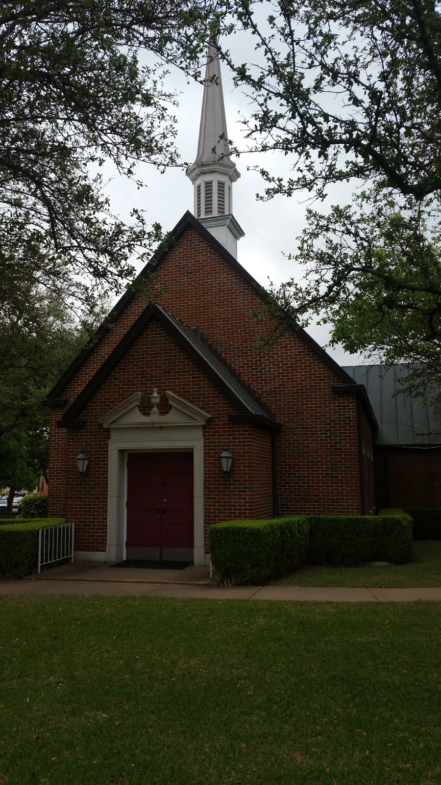 Cochran Chapel UMC - church  | Photo 1 of 10 | Address: 9027 Midway Rd, Dallas, TX 75209, USA | Phone: (214) 352-4889