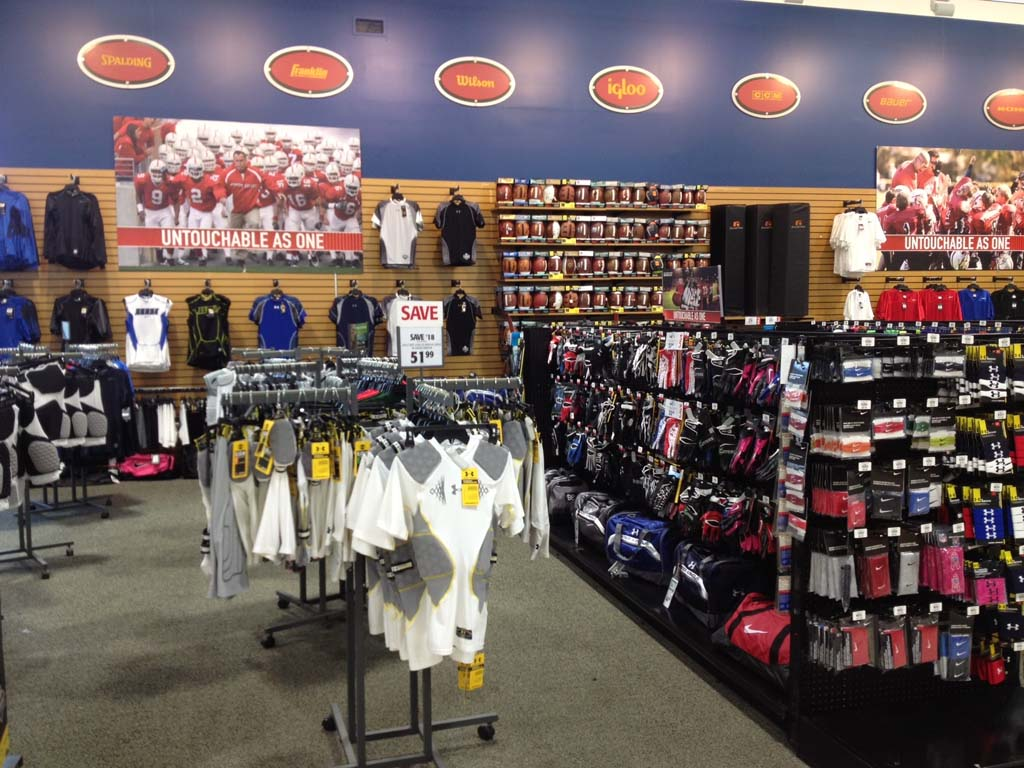 DICKS Sporting Goods - shoe store  | Photo 9 of 10 | Address: 305 A Pavilion Pkwy, Fayetteville, GA 30214, USA | Phone: (678) 817-0676