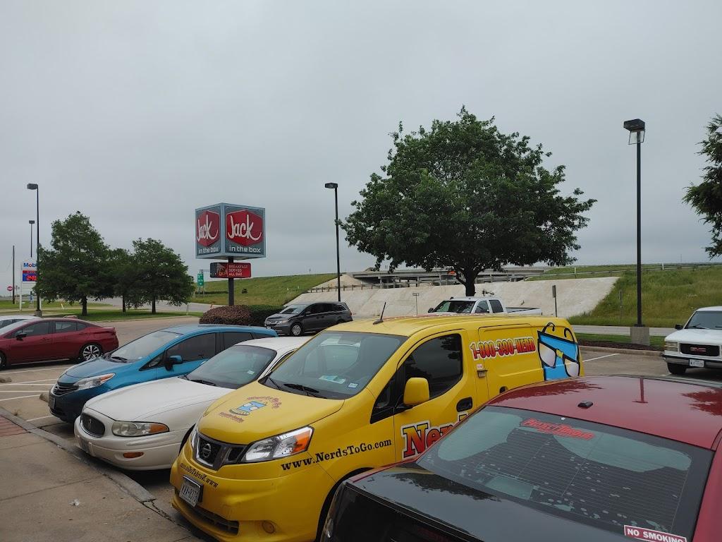 Jack in the Box - restaurant  | Photo 8 of 10 | Address: 110 W Katherine P Rains Dr, Cleburne, TX 76033, USA | Phone: (817) 202-0145