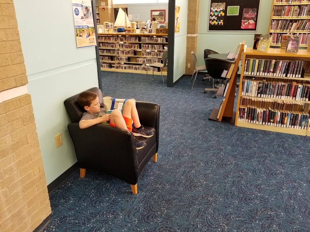 Arlington Public Library - Lake Arlington Branch - library  | Photo 3 of 7 | Address: 4000 W Green Oaks Blvd, Arlington, TX 76016, USA | Phone: (817) 459-6900