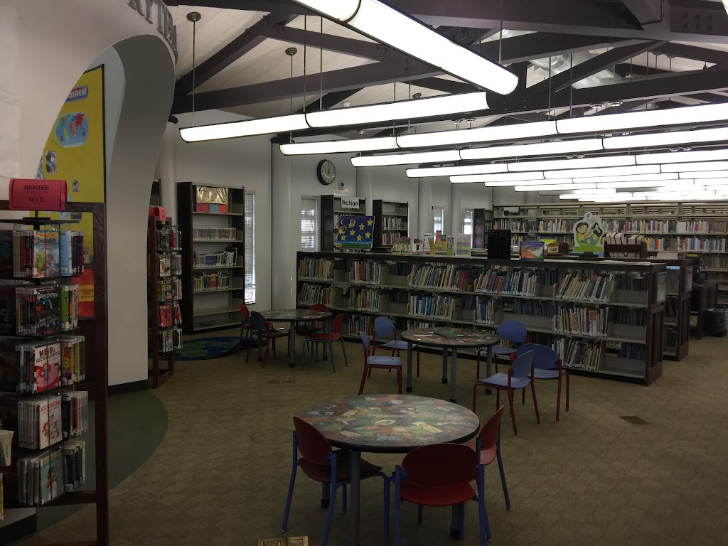 Fairfax Branch Library - library  | Photo 3 of 10 | Address: 161 S Gardner St, Los Angeles, CA 90036, USA | Phone: (323) 936-6191