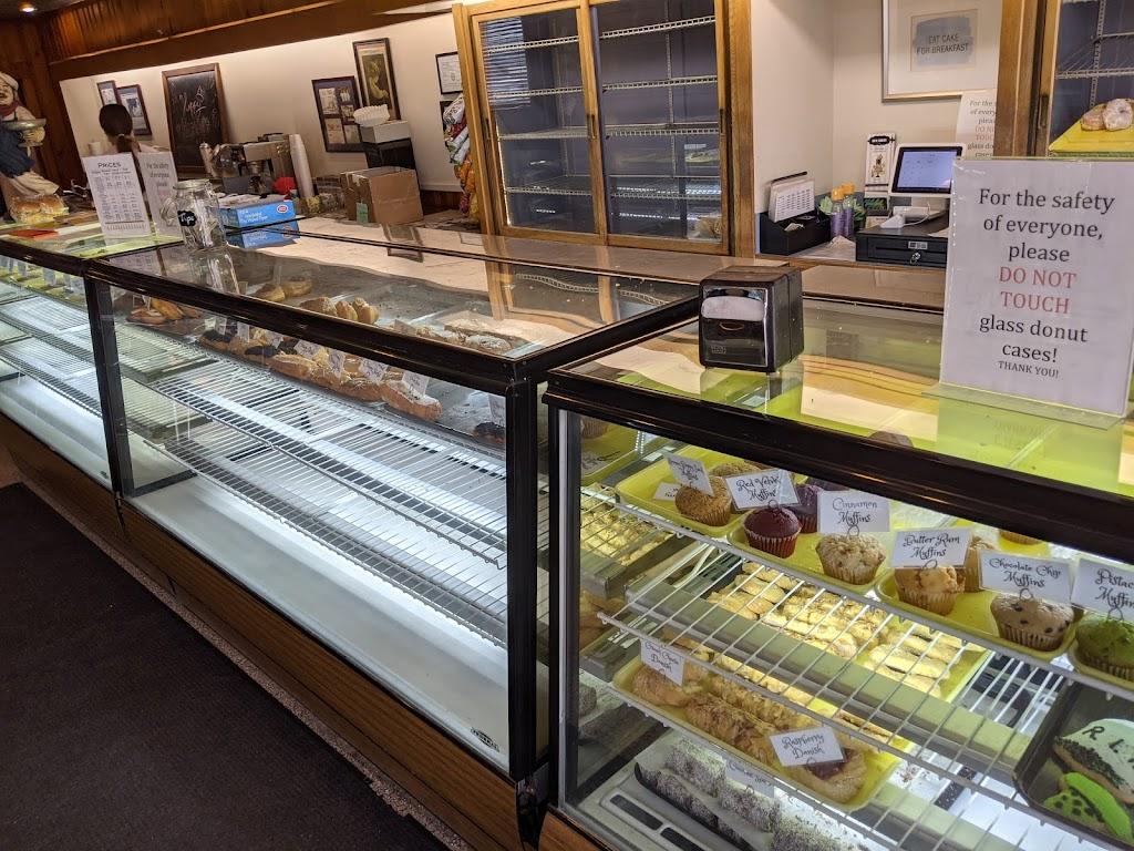 Ideal Bakery - bakery  | Photo 4 of 10 | Address: 101 W Madison St, Gibsonburg, OH 43431, USA | Phone: (419) 637-2639