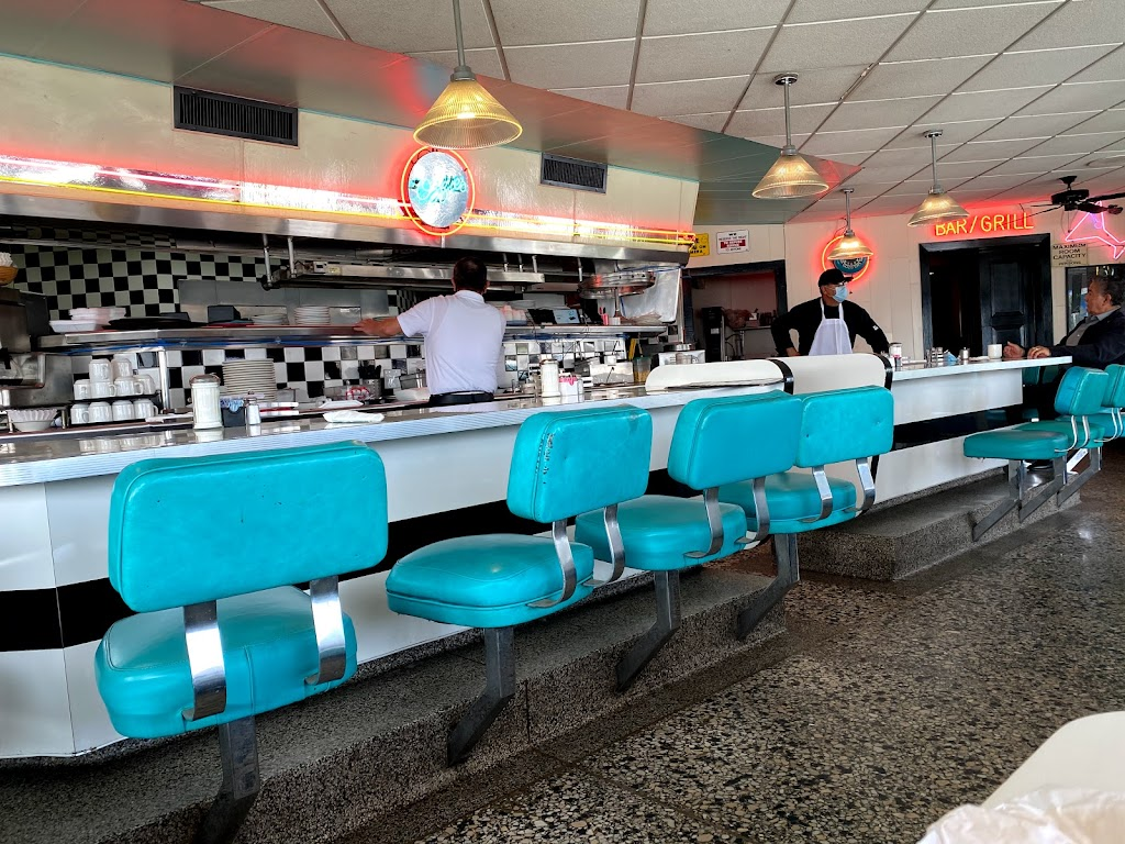 Ozzies Diner - restaurant  | Photo 6 of 10 | Address: 7780 E, Slauson Ave, Commerce, CA 90040, USA | Phone: (323) 477-1933