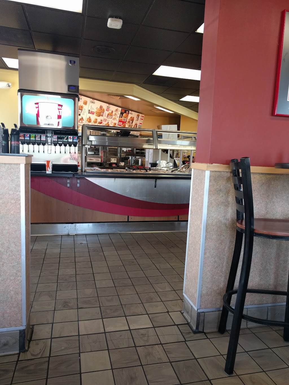 KFC - restaurant  | Photo 10 of 10 | Address: 640 N Main St, Bluffton, IN 46714, USA | Phone: (260) 824-9367